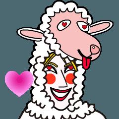 動画:羊の被り物をかぶったハニー